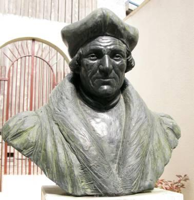 This bronze bust of Jacques Lefèvre d'Étaples in the courtyard of the museum Quentovic.
