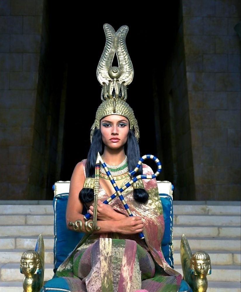 Akasha_on_her_throne